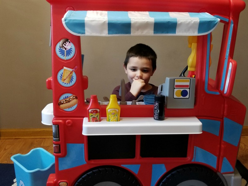 little tikes 2 39 n 1 food truck nurtures the budding. Black Bedroom Furniture Sets. Home Design Ideas