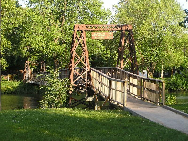 Swinging Bridges of Pontiac
