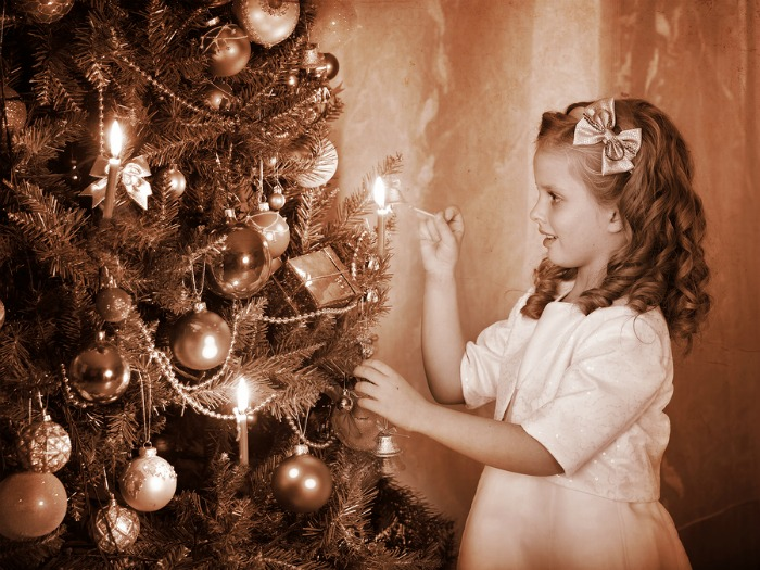 Little-girl-lights-candles-on-