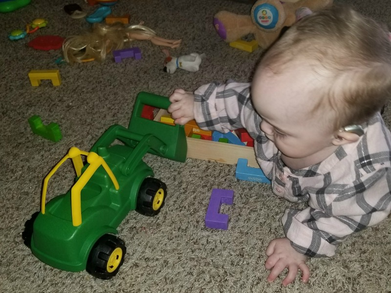 Get Dirty with the John Deere EcoRigs Front Loader #HotHolidayGifts2017