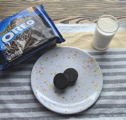 OREO Dark Chocolate Snacking Experience