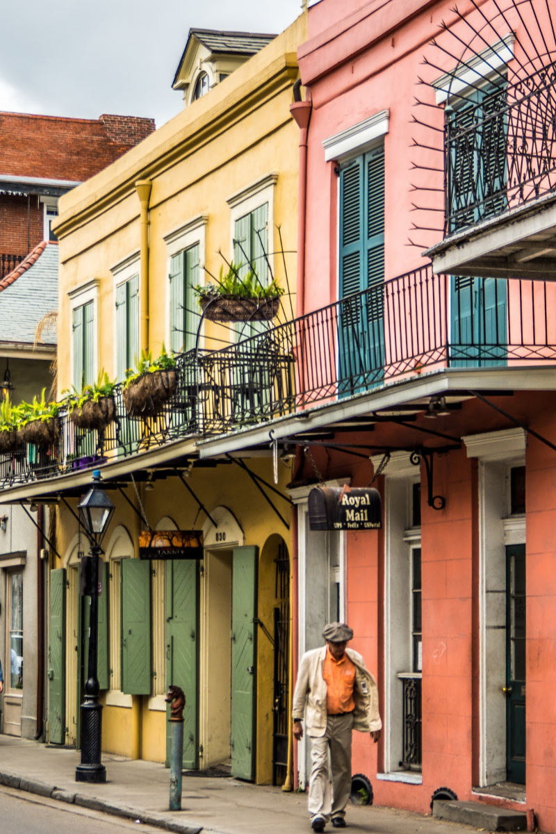 Beautiful Bookish Spots For Bookworms On The Go - New Orleans, French Quarter