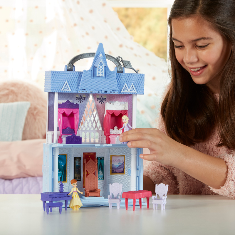Best Frozen 2 Gifts this Holiday Season - Pop Adventures Arendelle Castle