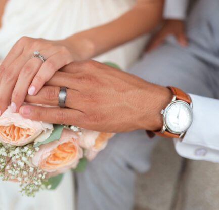 5 Helpful Tips to Choose Stunning Couple's Rings